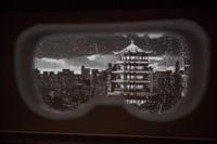 Tak hanya aksi para aktor yang memukau, dukungan tampilan layar pun menambah dramatis opera tersebut. Seperti tampilan kacamata yang dipakai para petugas medis saat bertugas.