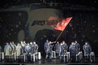 Opera tersebut dilakukan sebagai penghormatan kepada petugas medis sebagai garda terdepan melawan virus Corona.