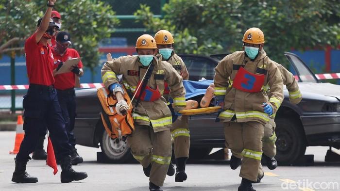 Adu Ketangkasan Anggota Pemadam Kebakaran