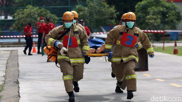 Suku Dinas Pemadam Kebakaran di wilayah Jakarta beradu keterampilan. Kompetisi ini guna pembinaan keterampilan petugas dalam upaya pemadaman dan penyelamatan.
