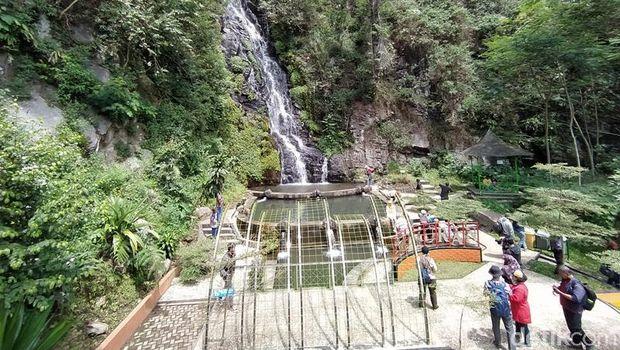 Air terjun Sumuran di Magelang, Jawa Tengah berasal dari mata air.
