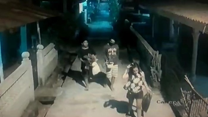 Aksi trio maling aglonema di Palembang terekam CCTV (dok. Istimewa)