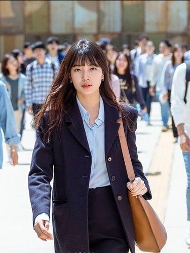 Bae Suzy memakai tas branded di serial drama 'Start-Up'.
