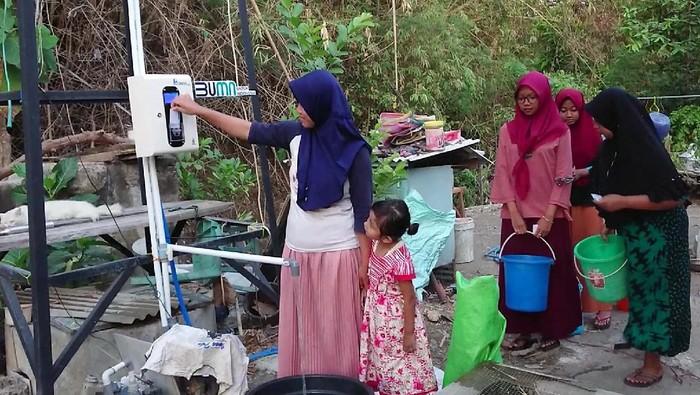 Air bersih masih jadi masalah di sejumlah wilayah Indonesia. PT Indra Karya turut menyediakan air bersih melalui program penyediaan air bersih berbasis teknologi Smart Water.