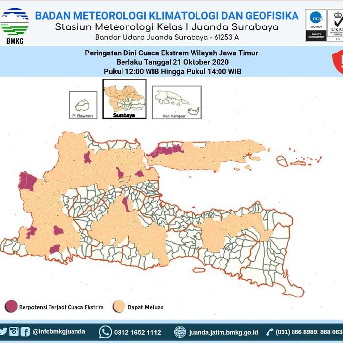 Cuaca di Surabaya terpantau mendung hari ini. BMKG Klas I Juanda mengeluarkan update peringatan dini cuaca per pukul 11.30 WIB, di mana sejumlah wilayah berpotensi hujan sedang hingga lebat, yang dapat disertai kilat dan angin kencang.