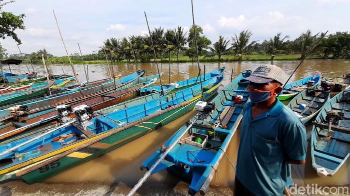 Dua ribu nelayan Cilacap terima bantuan konverter kit pengganti BBM. Konversi BBM ke BBG itu diharapkan dapat kurangi beban nelayan terkait pembelian BBM.