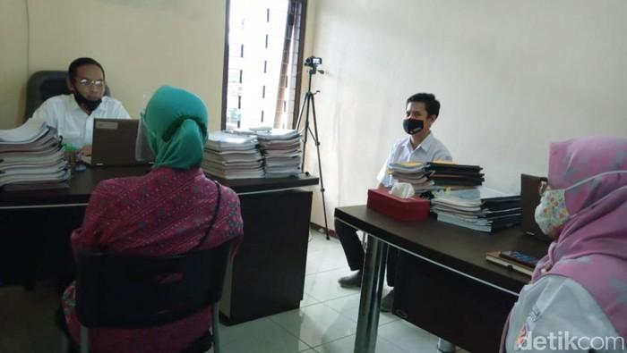 Cabup Semarang Bintang Narsasi Mundjirin dipanggil Bawaslu terkait dugaan pelanggaran kampanye terbuka di pasar tradisional.