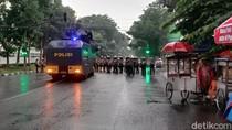 Demo Omnibus Law di Bandung Ricuh, Polisi Amankan Sejumlah Mahasiswa