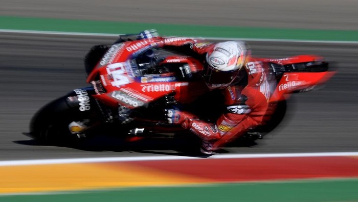 Ducatis Italian rider Andrea Dovizioso rides during the third MotoGP free practice session of the Moto Grand Prix of Aragon at the Motorland circuit in Alcaniz on October 17, 2020. (Photo by JOSE JORDAN / AFP)
