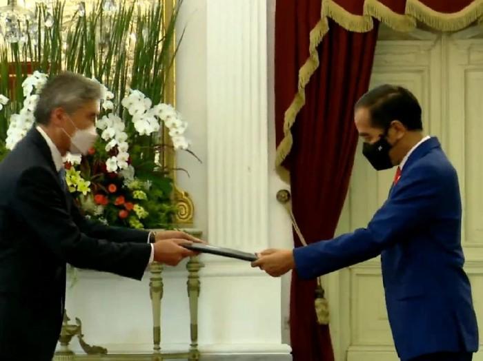 Dubes AS untuk Indonesia Sung Yong Kim menyerahkan surat kepercayaan kepada Presiden Jokowi.