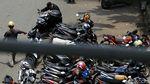 Duh, Badan Jalan di Pasar Senen Jadi Parkir Liar