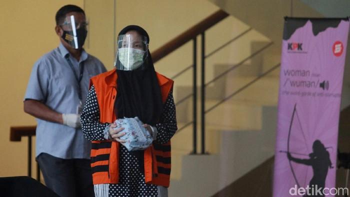 Tersangka mantan anggota DPRD Sumut, Megalia Agustina, diperiksa KPK. Ia diperiksa terkait kasus korupsi mantan Gubernur Sumatera Utara Gatot Pujo Nugroho