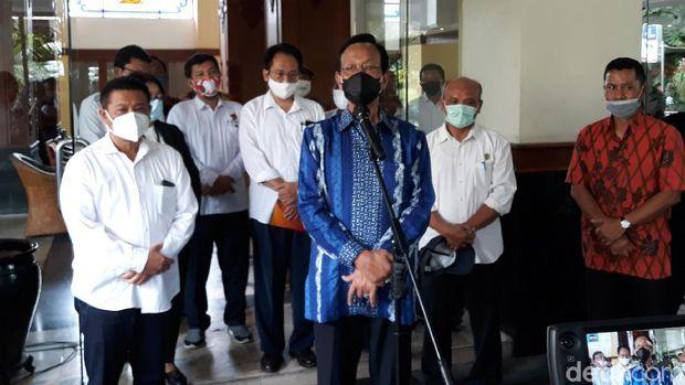 Gubernur DIY, Sri Sultan Hamengku Buwono (HB) saat memberikan keterangan libur panjang