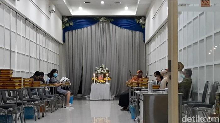 Jenazah Yulia, mayat wanita yang ditemukan terbakar di dalam mobil disemayamkan di rumah duka Thiong Thing, Solo, Rabu (21/10/2020)