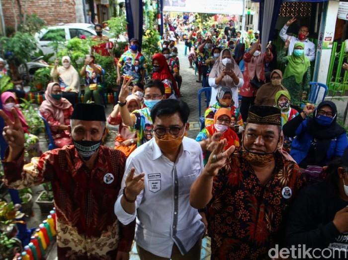 Sebagian warga Kedung Anyar Sawahan menyatakan dukungan untuk Calon Wali Kota Surabaya Machfud Arifin. Dukungan tersebut dinyatakan dalam dialog penanganan banjir antara Machfud dan warga.