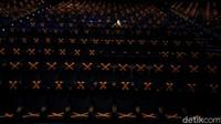 Pemangkasan jumlah penonton tersebut sesuai dengan aturan Pemprov DKI Jakarta yang mengizinkan pembukaan bioskop dengan kapasitas maksimal hanya 25%.
