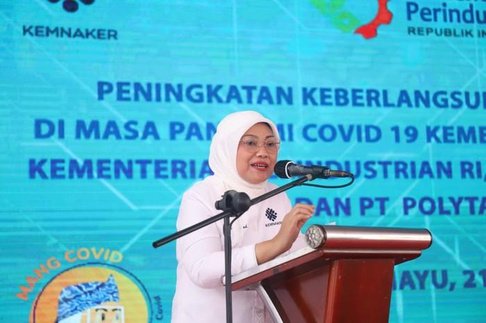 Menteri Ketenagakerjaan, Ida Fauziyah meluncurkan Program Pelatihan Management Pencegahan COVID-19 (MangCovid) di Indramayu, Jawa Barat.