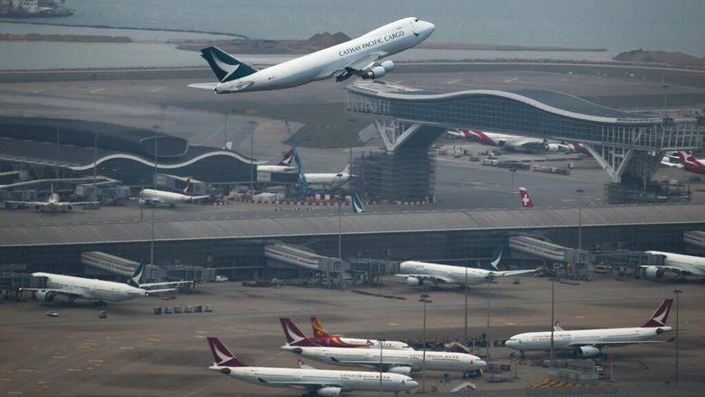 Maskapai asal Hong Kong Cathay Pacific Airways Ltd akan pangkas 6.000 pekerja. Perusahaan juga akan tutup anak usahanya Cathay Dragon imbas pandemi Corona.