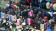 Meski Sepi Pembeli, Pedagang Tas Pasar Senen Tetap Bertahan