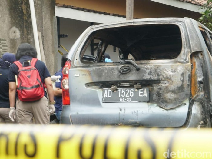 Olah TKP mayat terbakar dalam mobil di Sukoharjo, Rabu (21/10/2020).