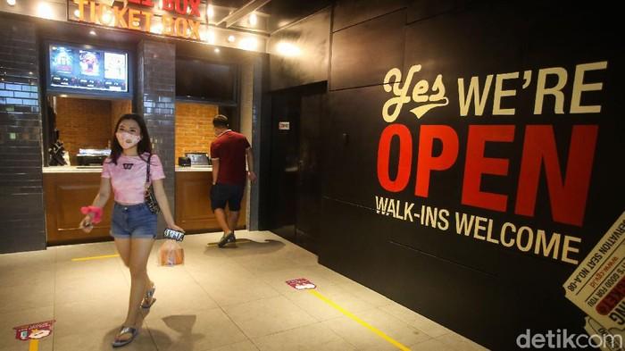 Sejumlah bioskop di Ibu Kota mulai buka seiring dengan keluarnya surat keputusan dari Pemerintah Provinsi DKI Jakarta. Mereka boleh buka dengan syarat menerapkan sejumlah protokol.
