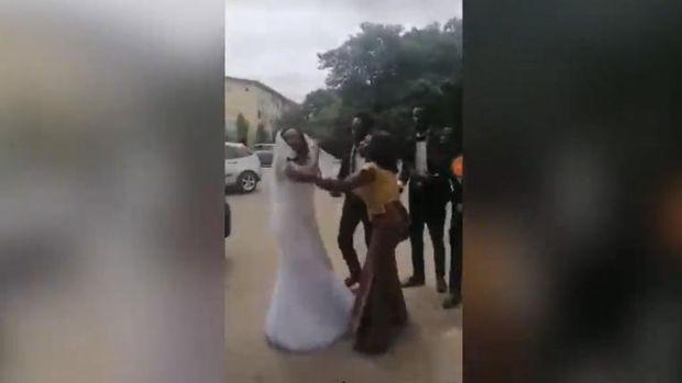 Pernikahan batal gara-gara pasangan selingkuh dengan bridesmaid.
