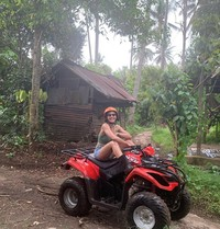 Pevita Pearce beberapa waktu lalu menghabiskan waktunya di Bali. Dia terlihat berpose dengan ATV.