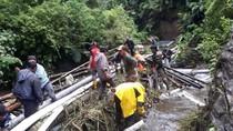 Pipa Milik PDAM Cimahi dan Warga di Sungai Cijanggel Tersapu Banjir