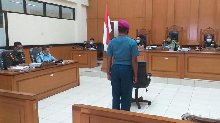 Sidang terhadap terdakwa Letnan RW atas kasus pembunuhan terhadap Sersan ASP Babinsa Pekojan Kodim 0503/JB (Dok. Puspen TNI).