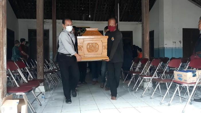 Suasana di rumah duka wanita tewas terbakar dalam mobil di Solo, Rabu (21/10/2020).