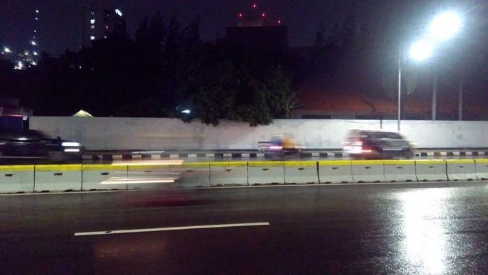 Tebok PGN di Jakarta Pusat diceoreti lambang anarko