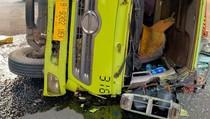 Hilang Kendali, Truk Kontainer Terguling di Kolong Tomang