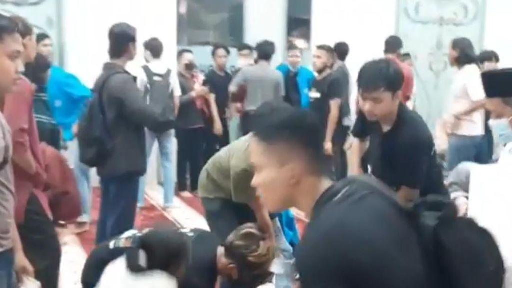 Video Kata Polisi soal Demo Mahasiswa di Jambi Berlarian ke Masjid