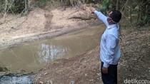 Mengapa Warga Ponorogo Ini Nekat Gotong Jenazah Menyeberangi Sungai?