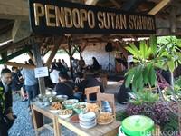 Tepatnya di Jalan Soekarno-Hatta, Kecamatan Talun, Kabupaten Cirebon, ada Warung Kopi Manis (WKM) yang jadi tujuan wisata kuliner baru di Cirebon. Restoran itu konsepnya unik karena menyuguhkan nuansa alam dan pedesaan.