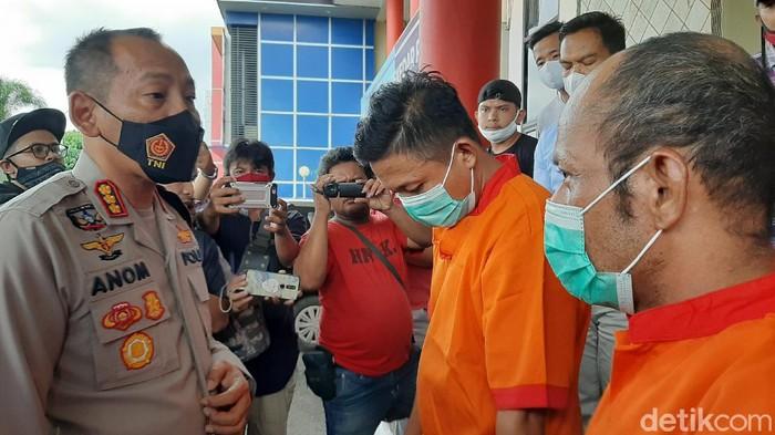 2 Pengeroyok sopir taksi online di Polrestabes Palembang ditangkap.