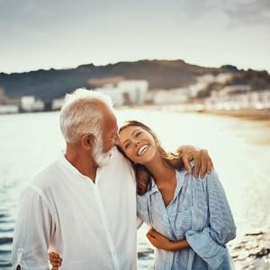 Kisah Wanita Tinggalkan Suami Setelah Jatuh Cinta dengan Ayah Sahabat Sendiri