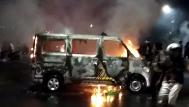 Aksi massa tolak Omnibus Law di Makassar berakhir ricuh
