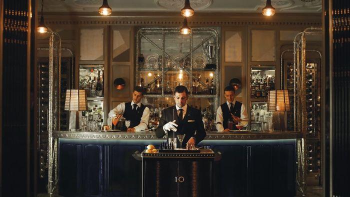 Bar hotel terbaik versi Alia Akkam