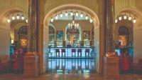 Lobby Bar di Belmond Grand Hotel Europe, St Petersburg, Rusia. Apa yang harus diminum: Million Red Roses (vodka, jus grapefruit, sirup madu, anggur bersoda).