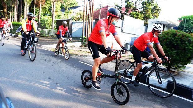 Sebanyak 20 Cyclist Fibre Bike melakukan Event virtual Cycling terbesar di Indonesia, FibreFirst Cycling 2020 di Bandung, Jawa Barat, Kamis (22/10/20). Kegiatan