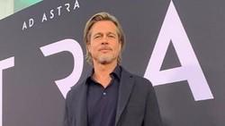 Kasihan... Brad Pitt Tak Kuat Jalan usai Cabut Gigi