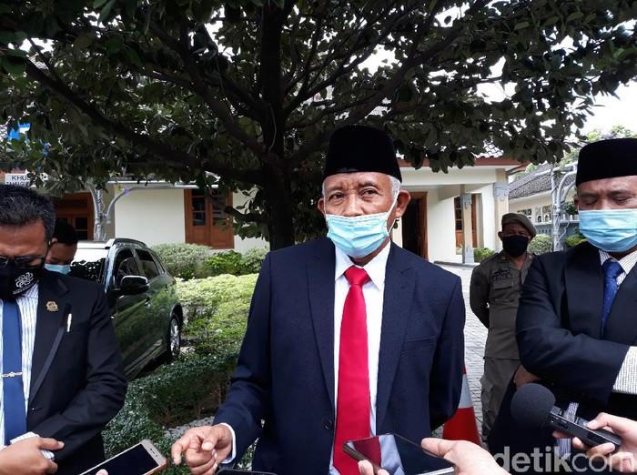 Bupati Sleman, Sri Purnomo saat memberikan keterangan di kantor Pemda DIY, Yogyakarta, Kamis (22/10/2020).