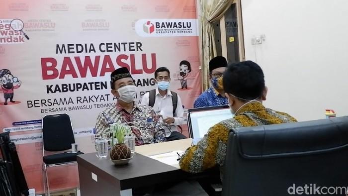 Calon Bupati petahana Rembang Abdul Hafidz diperiksa Bawaslu, Kamis (22/10/2020).