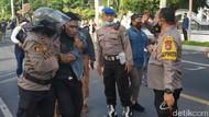 Demo di Banyuwangi: Jemur CD, Ricuh, dan Satu Orang Reaktif COVID-19