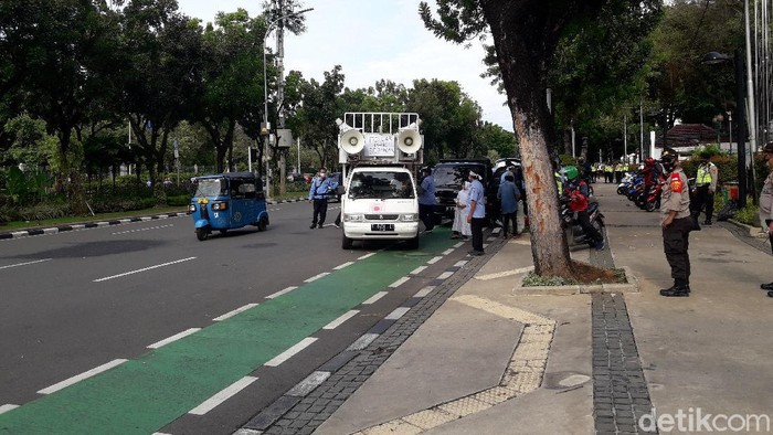 Demo pekerja ambulans di depan kantor Anies bubarkan diri