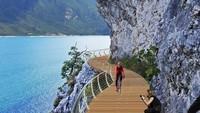 Cantik Nian...Jalur Sepeda di Danau Terbesar di Italia