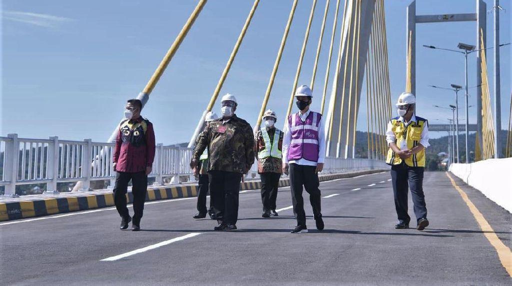 Momen Jokowi Resmikan Jembatan Teluk Kendari