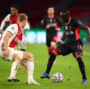 Van Persie Sebut Liverpool Beruntung Menang atas Ajax