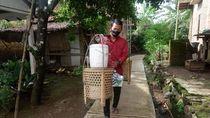 Demi Kuliah Mahasiswa Ini Jualan Dawet Pikul Jalan Kaki Puluhan Kilometer